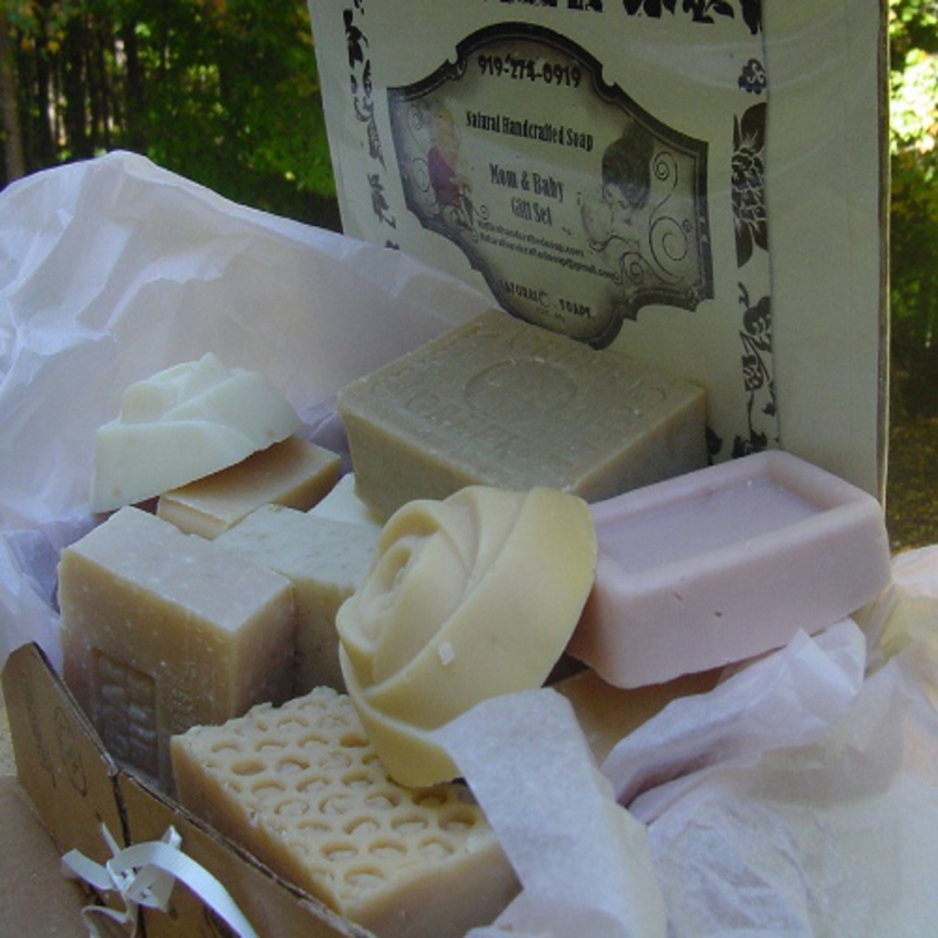Packaged in a beautiful gift box, the set contains six regular bars of soap, an extra-large bar for the shower, two rosette soaps for the powder room and three bars for Baby's bath time. This wonderful set includes mild and gentle soaps both for mom and baby or for baby shower gift.
