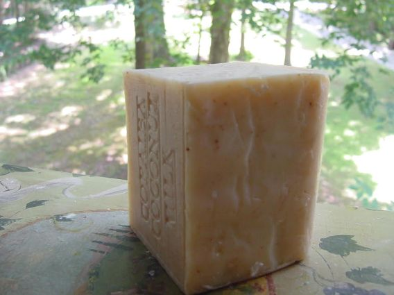 Copaiba also has natural purifying antibacterial properties and is known to help soothe blemished skin. With the addition of Tree leaves it makes this soap a gentle exfoliate.